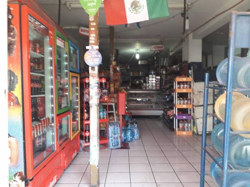 Local de 220m2, dentro de mercado Patria a 2 cuadras de Av. Colón. Actualmente funcionando.  Con opción a crecer otros 220m2 en la planta alta. 3