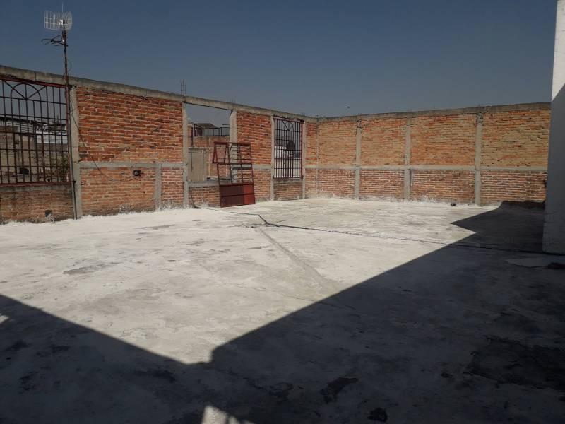 Local de 220m2, dentro de mercado Patria a 2 cuadras de Av. Colón. Actualmente funcionando.  Con opción a crecer otros 220m2 en la planta alta. 10