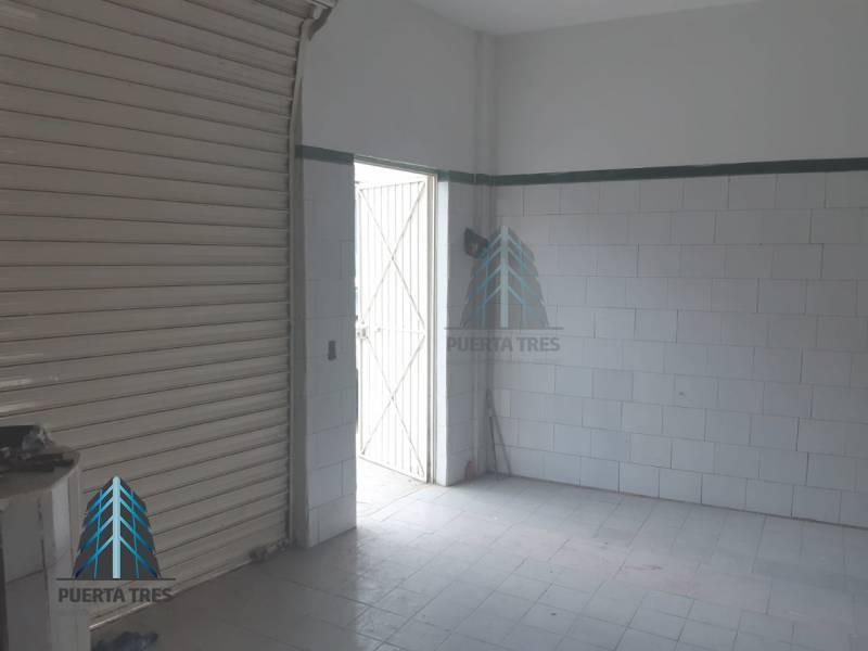 Ubicada sobre la calle Alcatraz, cuenta con área libre de local con cortina metálica, espacio para medio baño y jardín posterior donde se puede continuar la construcción. Cuenta con constancia de posesión, no aplican créditos, únicamente de contado. 5