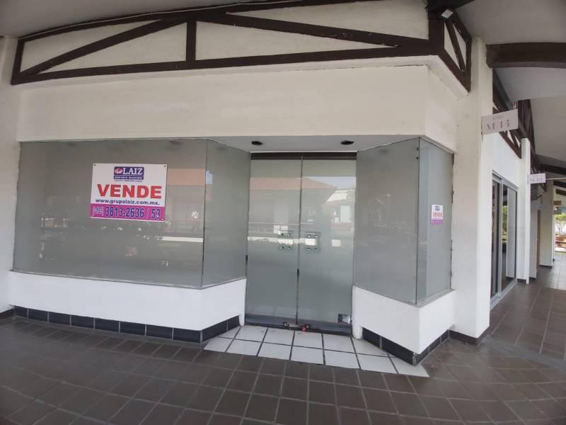 Local comercial en Plaza Bonita, cuenta con bodega, baño y estacionamiento.  1