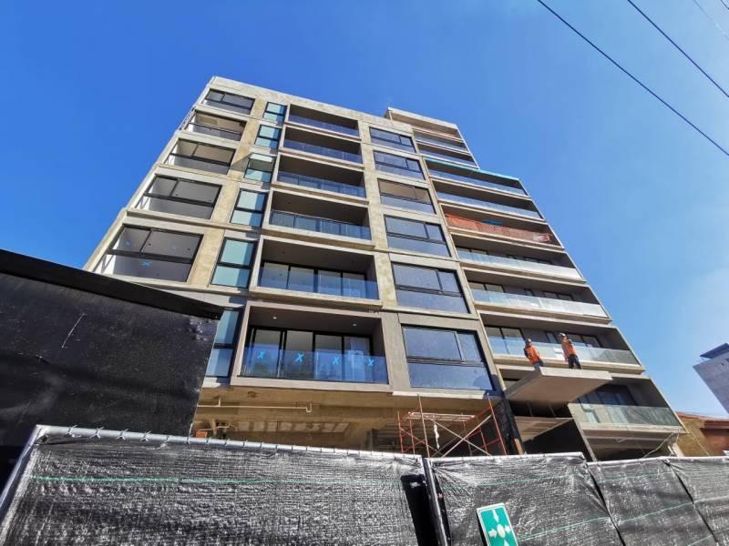 Los locales se encuentran en la planta baja de un complejo de 39 departamentos de primer nivel en una de las mejores zonas de Guadalajara.   Cada local con vista a terrazas exteriores, ciclo-puerto, terraza, áreas verdes. Así mismo los locales cuentan con 12 lugares de estacionamiento.   Características:  Local 1: Precio de Renta $96,000.  Oportunidad de Venta $11,629,000 más IVA. 33.35 mts de frente.  189.74 m2 techados más 142.35 m2 de terraza, área total: 332.09 m2. Altura 4.90 mts.  Local 2: Precio de Renta $46,000. Oportunidad de Venta $5,607,000 más IVA. 9.90 mts de frente.  115.20 m2 techados más 30.43 m2 de terraza, área total: 145.63 m2. Altura 4.90 mts.  Se entregan en obra gris con salidas hidráulicas - sanitarias y eléctricas. Muros de concreto celular y piso firme de concreto.    Se analizan propuestas de financiamiento directo y aceptamos créditos bancarios 11