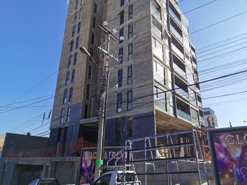 Los locales se encuentran en la planta baja de un complejo de 39 departamentos de primer nivel en una de las mejores zonas de Guadalajara.   Cada local con vista a terrazas exteriores, ciclo-puerto, terraza, áreas verdes. Así mismo los locales cuentan con 12 lugares de estacionamiento.   Características:  Local 1: Precio de Renta $96,000.  Oportunidad de Venta $11,629,000 más IVA. 33.35 mts de frente.  189.74 m2 techados más 142.35 m2 de terraza, área total: 332.09 m2. Altura 4.90 mts.  Local 2: Precio de Renta $46,000. Oportunidad de Venta $5,607,000 más IVA. 9.90 mts de frente.  115.20 m2 techados más 30.43 m2 de terraza, área total: 145.63 m2. Altura 4.90 mts.  Se entregan en obra gris con salidas hidráulicas - sanitarias y eléctricas. Muros de concreto celular y piso firme de concreto.    Se analizan propuestas de financiamiento directo y aceptamos créditos bancarios 13