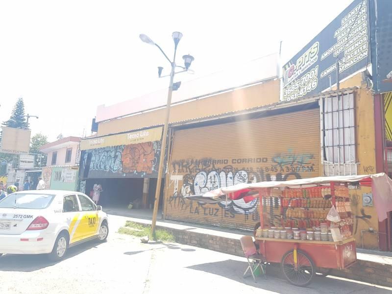 Local comercial en excelente ubicación sobre Anillo Periférico, cruce con Av. Acueducto.  INFORMES Y CITAS: DATOS DE CONTACTO LIC. PATRICIA MORÁN DE RIEBELING   33 3719 7274   patypclave@hotmail.com LIC. JESSICA AVALOS ALVAREZ   33 1175 7701   jessica.avalz@gmail.com   3