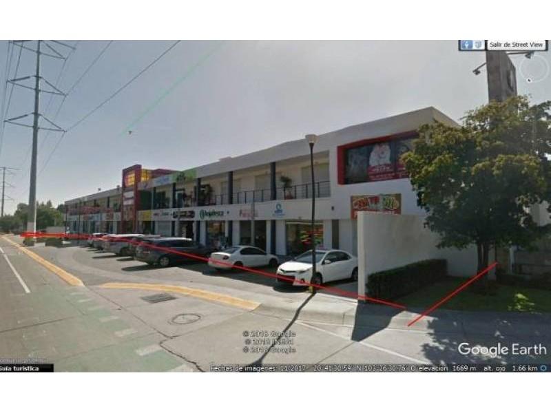 Plaza de Asís: Local Comercial #1 Dimensiones: 167.49m2 Inquilino: SI OXXO contrato a 15 años Primer año rentado (14 años restantes) Renta $29,700* más IVA *en el 2020 hay un incremento del INPC Mantenimiento: 50% inquilino + 50% arrendador 3